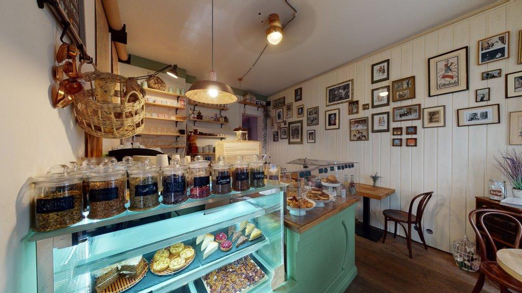 La Violetta Cafe Auslage